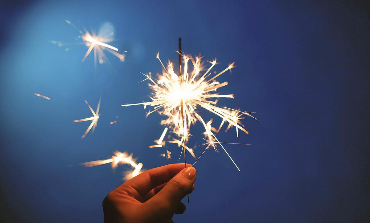 Es gibt zahlreiche Bräuche, die helfen sollen, Glück, Reichtum oder die ewige Liebe im neuen Jahr zu finden. Hier sind einige Ideen aufgeführt (Foto: Free-Photos/Pixabay).